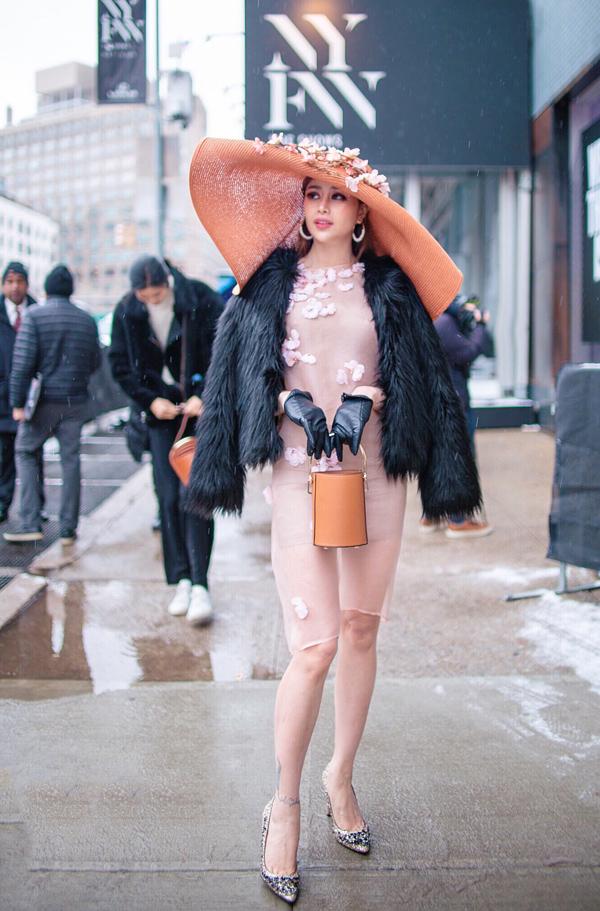 Sella Trương biến hóa phong cách dự NewYork Fashion Week - 6