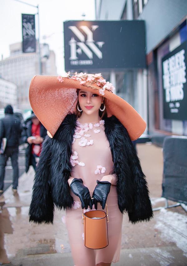 Sella Trương biến hóa phong cách dự NewYork Fashion Week - 7