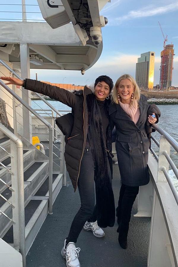 HHen Niê đón Valentine bên Hoa hậu Mỹ - 2