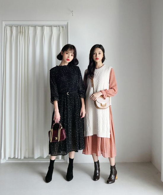 Vẫn là những mẫu váy chung phom dáng, chất liệu nhưng mỗi cô nàng lại có cách riêng trong việc chọn lựa màu sắc để thể hiện nét cá tính riêng.