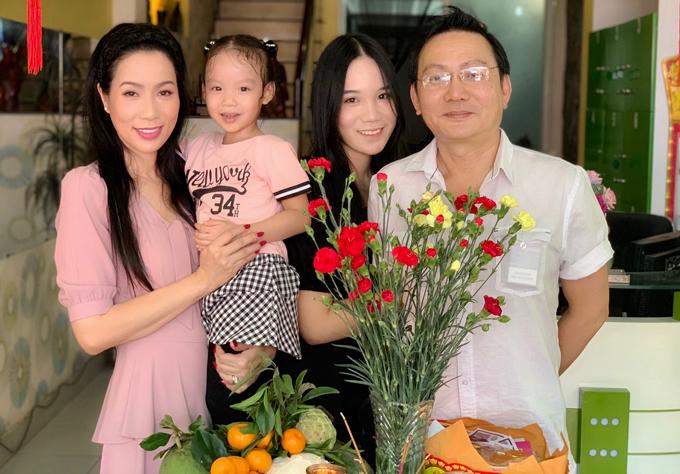 Vợ chồng Trịnh Kim Chi kết hôn đã nhiều năm, có hai con gái. Họ có cuộc sống đủ đầy, viên mãn tại TP HCM.