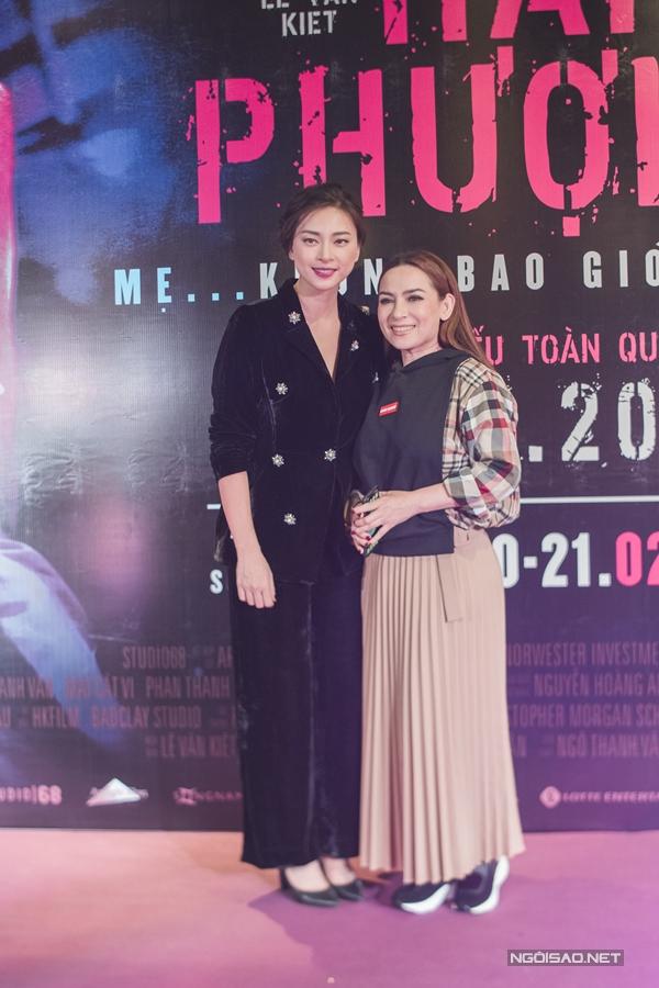 Nhân chuyến công tác, ca sĩ Phi Nhung tới dự sự kiện và xem phim cổ vũ Ngô Thanh Vân.