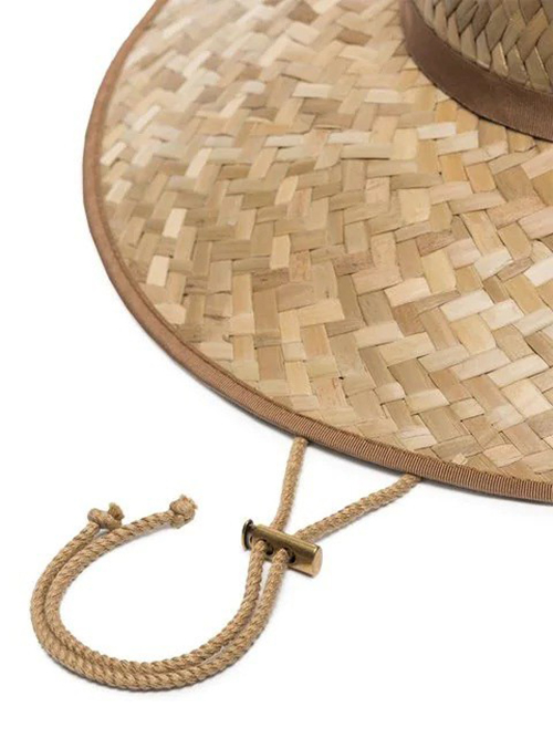 Mũ nan 9 triệu được làm bằng nguyên liệu thân thiện với môi trường, viền phối vải và quai nón bằng vải satin. Phần rút dây cũng được làm tinh xảo bằng chất liệu kim loại.