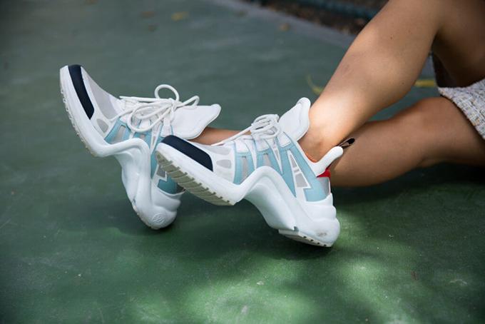 HHen Niê chọn giầy hơn 26 triệu mix đồ dạo phố - 7