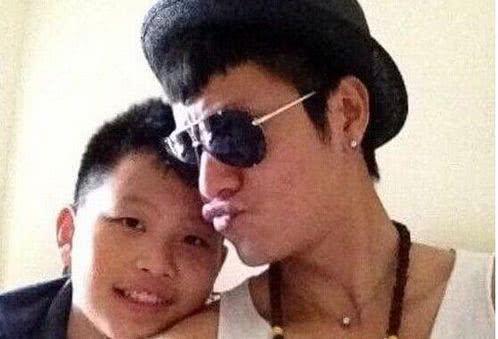 Trần Khôn bên con khi cậu bé còn nhỏ.