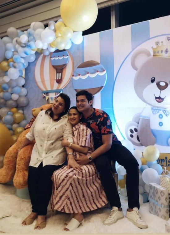Gia đình chồng mở tiệc mừng mỹ nhân đẹp nhất Philippines sắp sinh con trai - 1
