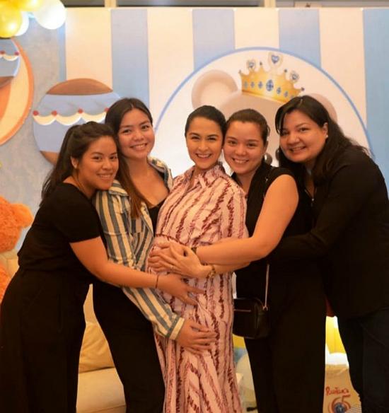 Gia đình chồng mở tiệc mừng mỹ nhân đẹp nhất Philippines sắp sinh con trai - 4