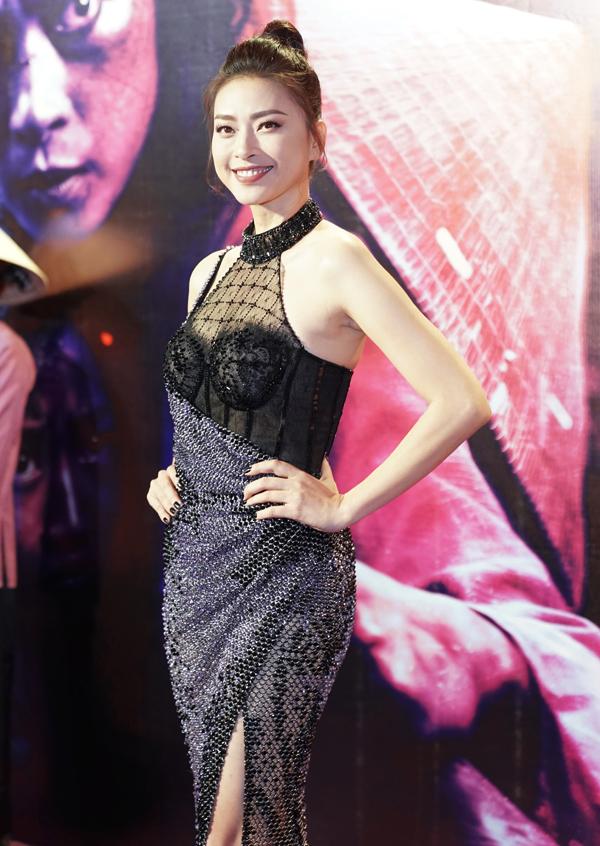 Đả nữ Ngô Thanh Vân thêm nổi bật ở sự kiện ra mắt phim Hai Phượng nhờ thiết kế đuôi cá pha trộn chất liệu mới mẻ.