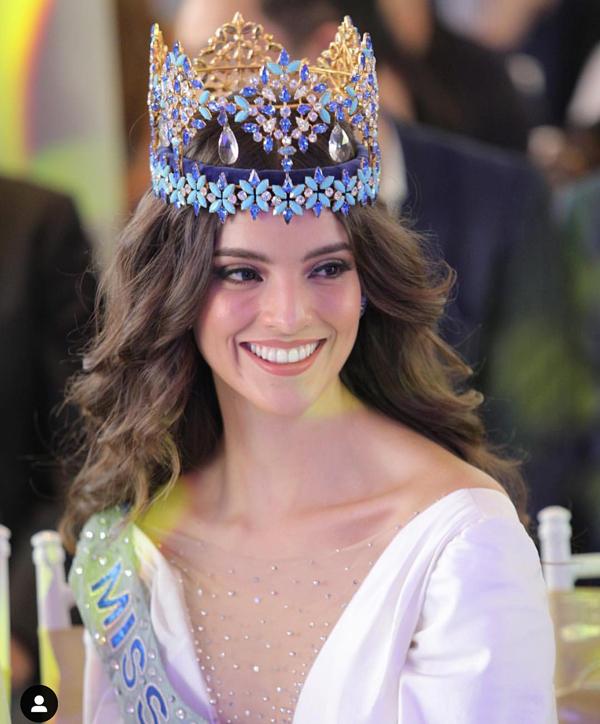 Mặc dù là một người đẹp Mỹ Latin, Vanessa Ponce vẫn sở hữu vẻ đẹp điển hình của các hoa hậu thế giới, đó là nét đẹp hiền hậu, duyên dáng.