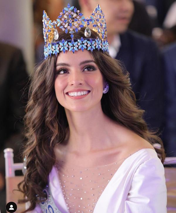 Cô lên ngôi Miss World 2018 vào ngày 8/12 tại Tam Á, Trung Quốc. Trước khi tham gia cuộc thi, Vanessa là một người mẫu ở quê nhà Mexico và từng chiến thắng cuộc thi Next Top Model Mexico.