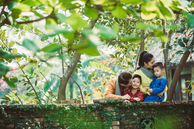 Gia đình Đăng Khôi mặc áo bà ba, quàng khăn rằn đi dã ngoại - 5