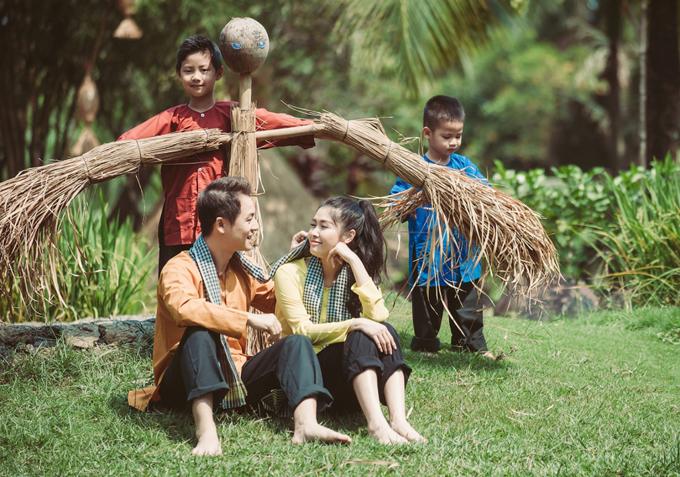 Gia đình Đăng Khôi mặc áo bà ba, quàng khăn rằn đi dã ngoại - 7