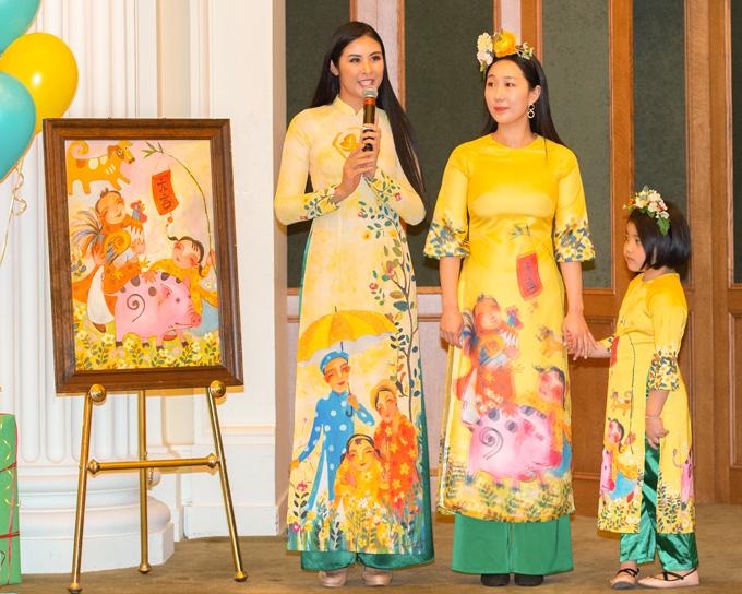 Tại sự kiện, Ngọc Hân rất hạnh phúc bởi các mẫu áo dài do cô thiết kế được kiều bào và đông đảo vị khách quốc tế dành nhiều lời khen ngợi, đặc biệt là việc cô đưa những nét đẹp của văn hóa dân gian, truyền thống vào bộ sưu tập.