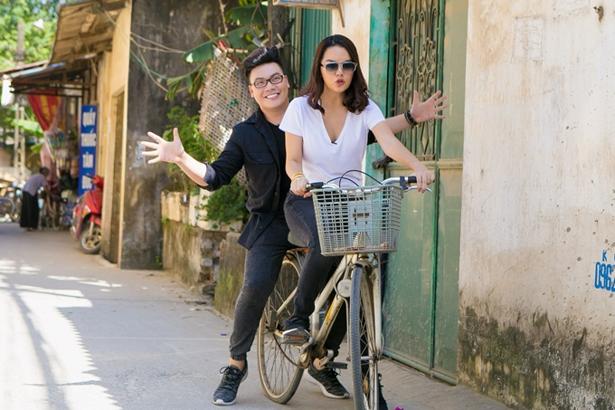 Phạm Quỳnh Anh, Hamlet Trương chở xe miến 100 kg giữa trời nắng - 1