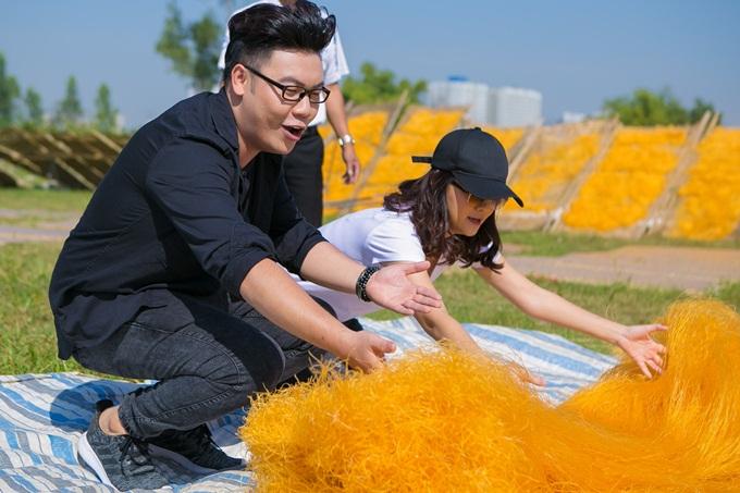 Phạm Quỳnh Anh, Hamlet Trương chở xe miến 100 kg giữa trời nắng - 2