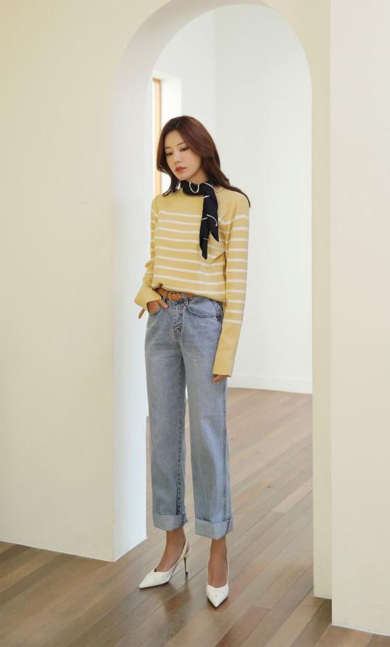 Quần jeans mix cùng áo thun luôn là cặp đôi hoàn hảo và khiến người mặc có được sự trẻ trung, năng động.