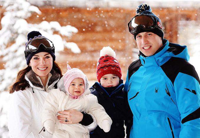 Kate đưa hai con George và Charlotte đi resot Courchevel ở Pháp trượt tuyết vào năm 2016. Ảnh: PA.