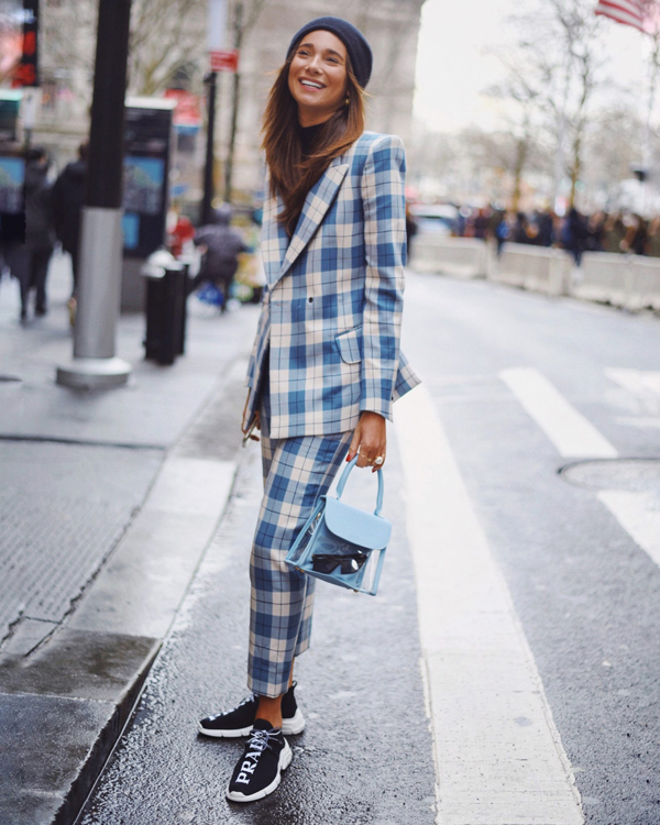 Đầu xuân 2019, suit vẫn là trang phục được các tín đồ thời trang thế giới yêu thích. Đây cũng là xu hướng có thể dáp dụng để giúp chị em văn phòng trở nên đẹp hơn khi đi làm.