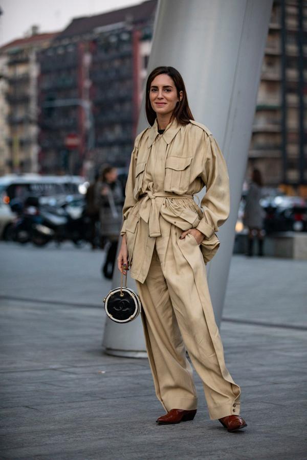 Ngoài các mẫu suit tôn dáng hiện đại là các kiểu trang phục áo quần đồng điệu được phá cách cho các nàng cá tính. Tuy nhiên các kiểu trang phục thùng thình chỉ phù hợp với những cô nàng có dáng mảnh dẻ và chiều cao trên 160cm.