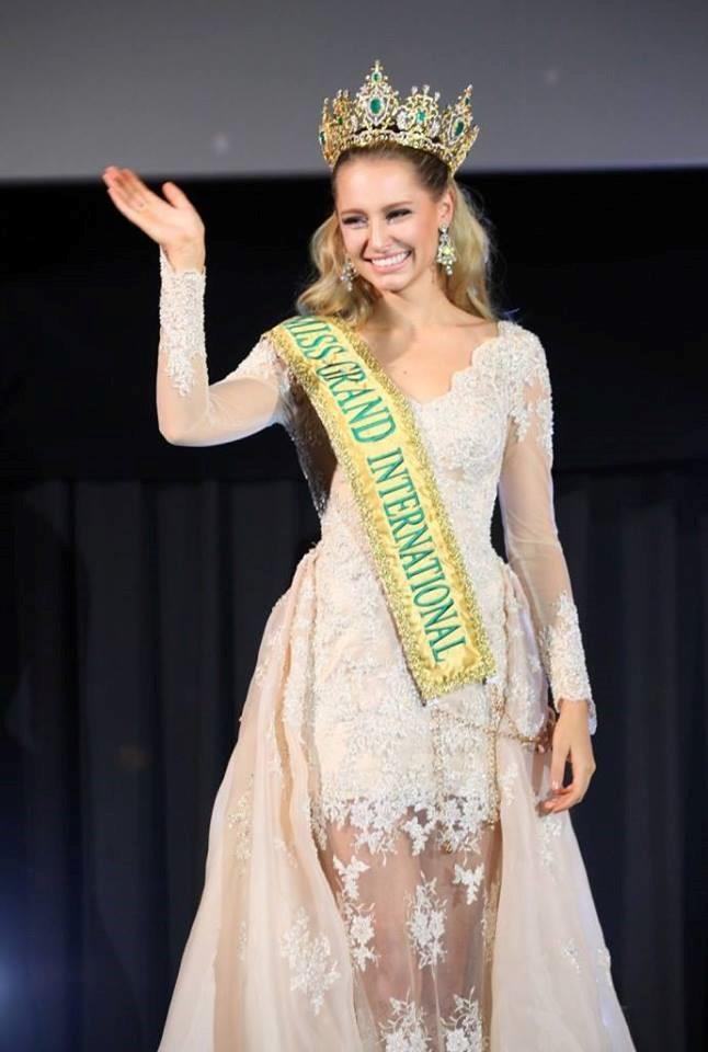 Claire đã có 4 năm đảm nhiệm ngôi vị Hoa hậu Hòa bình Quốc tế, đến nhiều nơi trên thế giới như Việt Nam, Trung Quốc, Campuchia, Anh, Mỹ, Nepal, Nhật Bản và Malaysia.