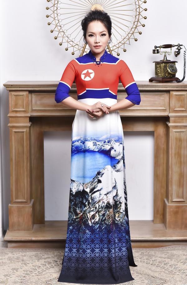 Nữ ca sĩ khoe sắc với trang phục mang hình cờ của đất nước Triều Tiên.