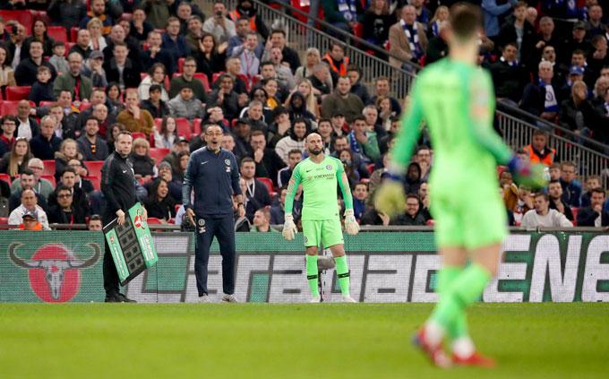 Thủ môn người Tây Ban Nha tiếp tục đứng trong sân