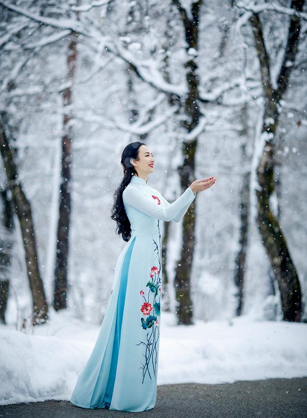 Đây là lần đầu Hoa hậu Du lịch 2008 được tận mắt ngắm tuyết rơi và thấm thía cái lạnh -5 độ C.