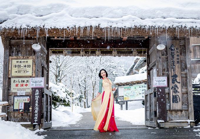 Người đẹp sinh năm 1987rất thích những mẫu thiết kế củaThuận Việt.