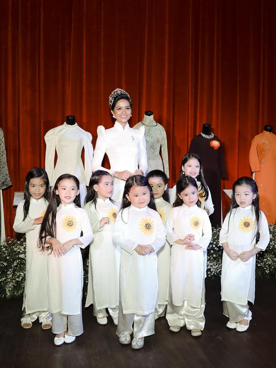 HHen Niê cảm thấy vinh hạnh làm đại sứ Lễ hội áo dài - 3