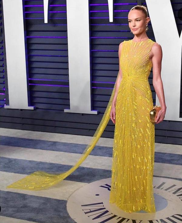Là một trong những mỹ nhân Hollywood thường được mời xuất hiện thảm đỏ, tại Oscar năm nay, Kate Bosworth cũng ưu ái lựa chọn một thiết kế váy đính kim sa màu vàng nổi bật của Công Trí.