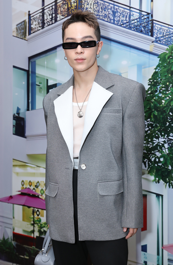 Stylist Kelbin Lei luôn gây ấn tượng với phong cách thời trang cá tính.
