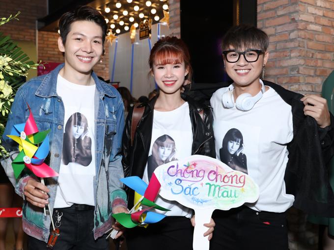 Vợ chồng Khởi My - Kelvin Khánh hội ngộ bạn thân Thanh Duy (ngoài cùng bên phải).