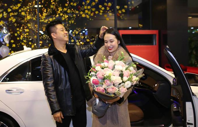 Tuấn Hưng tặng vợ chiếc xế hộp 5 tỷ đồng.