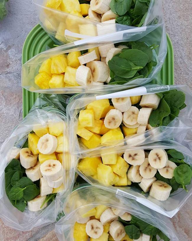 Sinh tố kết hợp rau xanh với trái cây là thức uống giúp bổ sung vitamin, chất xơ hiệu quả cho cơ thể. Thường xuyên tiêu thụ loại thức uống này giúp cải thiện tiêu hóa, thanh lọc cơ thể, hỗ trợ kiểm soát cân nặng.
