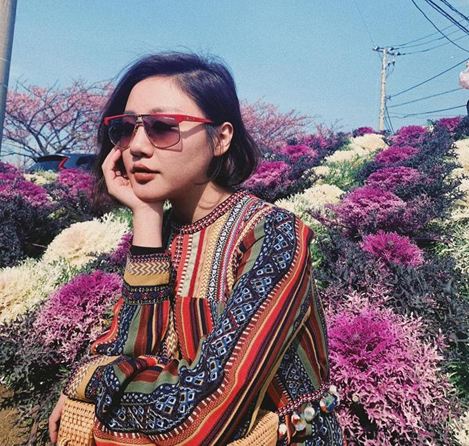 Văn Mai Hương có chuyến đi Nhật đầu tiên trong năm mới. Xứ sở phù tang là điểm đến quá quen thuộc với cô khi mỗi năm đều sang đây thăm người thân vài lần. Nữ ca sĩ khoe ảnh mùa hoa rực rỡ ở Nhật và thông báo, một số địa phương đã bắt đầu có hoa anh đào nở.