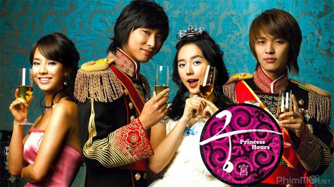 Kim Jung Hoon đóng vai Hoàng tử Lee Yun (bìa phải) trong phim Hoàng cung.