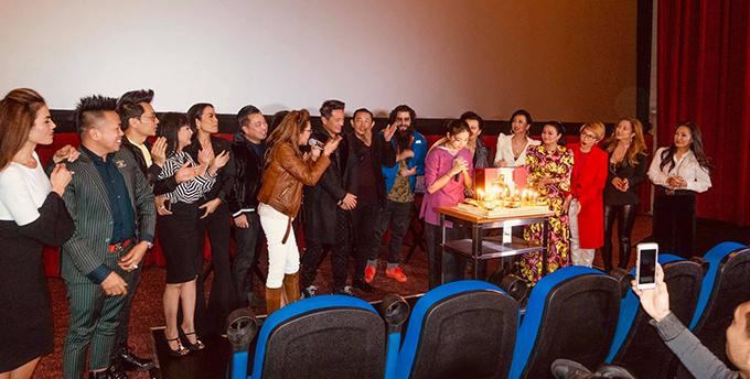 Ngày 26/2 trùng hợp là sinh nhật của Ngô Thanh Vân. Các nghệ sĩ đã cùng nhau tổ chức sinh nhật cho đả nữ ngay tại sự kiện ra mắt phim.