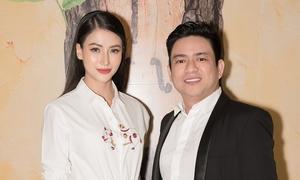Miss Earth Phương Khánh sánh đôi Chiêm Quốc Thái đi sự kiện