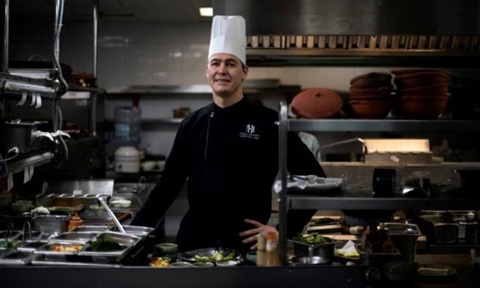Paul Smart, bếp trưởng khách sạn Metropole. Ảnh: AFP