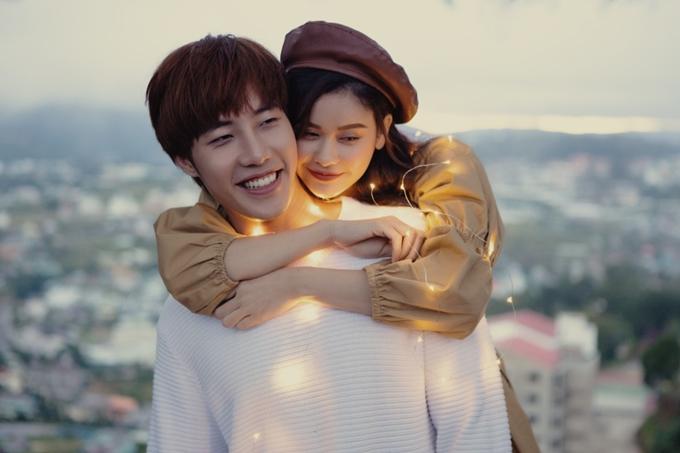 Trương Quỳnh Anh đóng cặp cùng bạn diễn Minh Tú trong MV mới Dành cả thanh xuân cho một người.