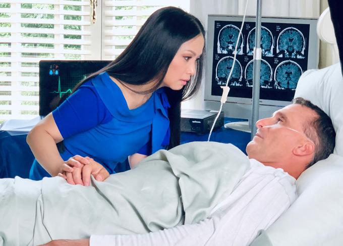 Cuộc tình trong MV của Hà Phương gặp sóng gió khi người bạn traibất ngờ gặp tai nạn vào ngày cưới. Sau những ngày mê man, cuối cùng anh đãtỉnh lại và cả hai có một đám cưới ngọt ngào.
