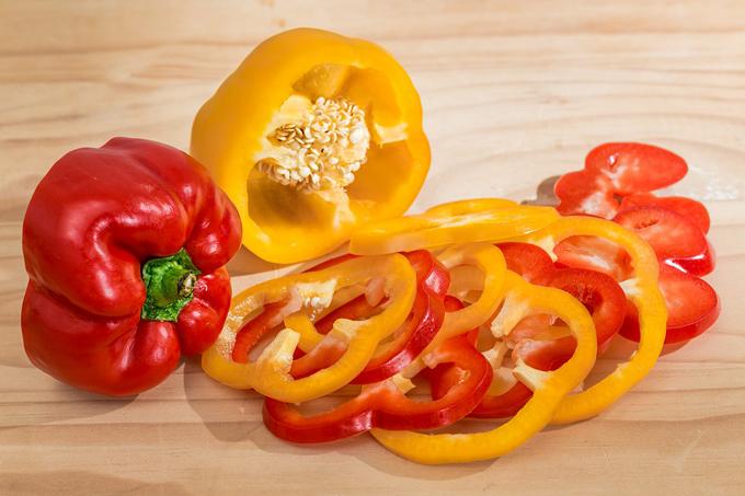 Các chuyên gia dinh dưỡng cho biết, thường xuyên ăn ớt chuông có thể giúp ngăn ngừa tất cả các loại ung thư. Vì loại quả này chứa nhiều lưu huỳnh - có tác dụng bảo vệ cơ thể chống lại các loại virus gây ung thư.