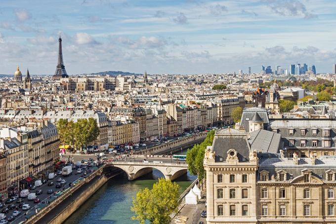 Paris: 1667 người.