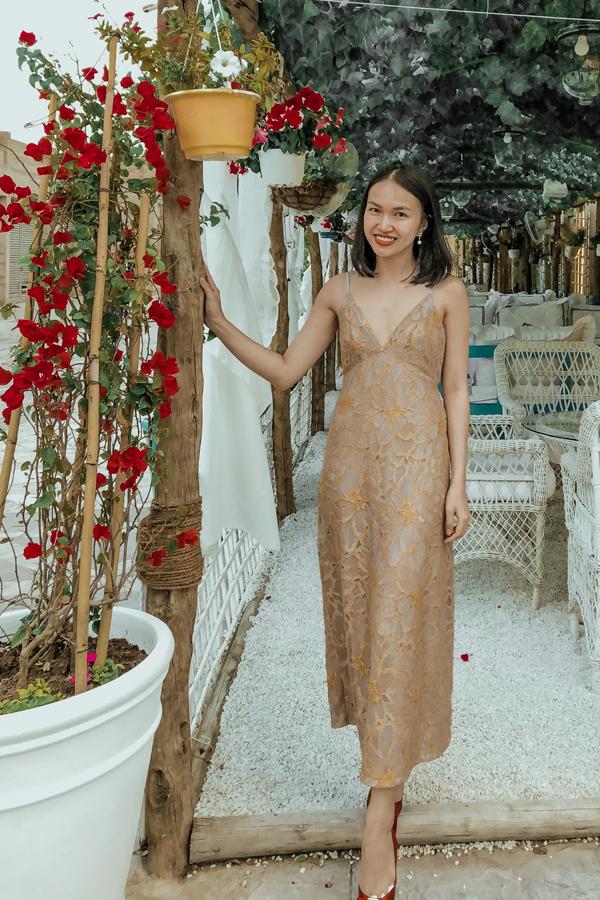 Nữ CEO 9X trong trang phục do chính cô thiết kế.