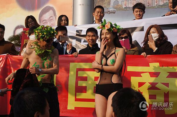 Đặng Kiến Quốc và Can Lộ Lộ tham dự một sự kiện vì môi trường.