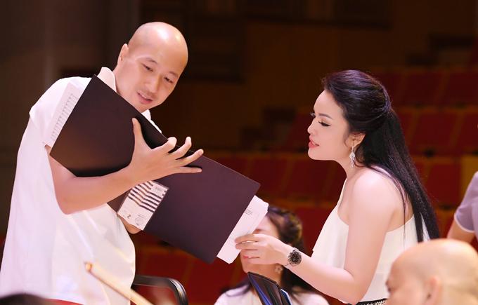 Dàn khách mời góp mặt trong show của Tân Nhàn có NSƯT Đình Cương, ca sĩ Thu Hà cùng các học trò.