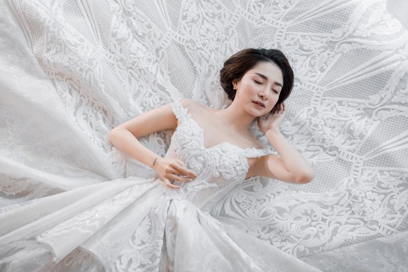 Minh Khuê 'Cô gái xấu xí' gây bất ngờ khi mặc váy cưới