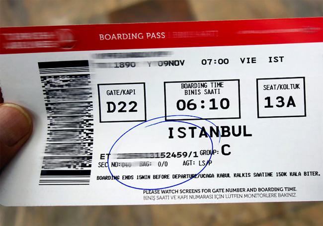 Thẻ lên máy bay có rất nhiều thông tin cá nhân quan trọng.
