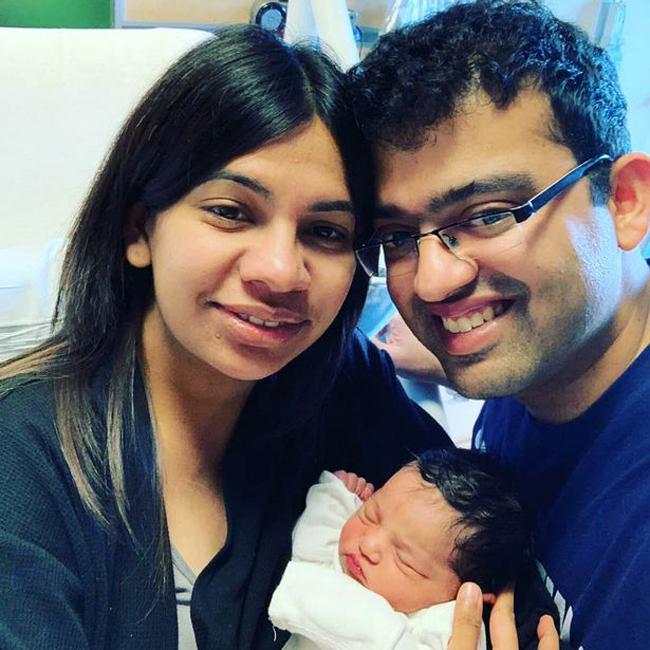 Vợ chồng Revati bên con gái mới sinh. Ảnh: MDWfeatures.