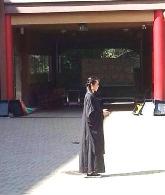 Ở tuổi 52, Vương Tổ Hiền sống độc thân tạiVancouver, cô nhiều năm ăn chay, là Phật tử trung thành. Từ sau tuyên bố giải nghệ vào năm 2004, nữ diễn viên Thiện nữ u hồn rất ít khi quay về Hong Kong. Một nguồn tin cho hay cuộc sống ở Vancouver khiến Tổ Hiền thấy rất vui vẻ, dễ chịu.